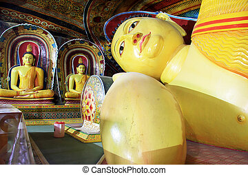 Sleeping Buddha and statues in Mulkirigala cave, Sri Lanka