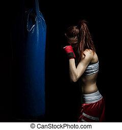 joven, mujer, boxeo, perforación, bolsa