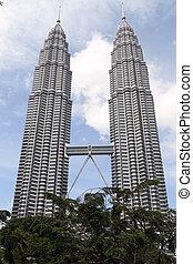 KLCC towers - KUALA LUMPUR, MALAISYA - 03 JANUARY 2014 KLCC...