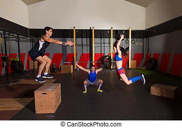 Gymnase, groupe, séance entraînement, barres...