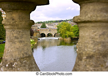 Bath weir - View of the Pulteney Bridge; River Avon in Bath,...