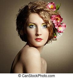hermoso, mujer, joven, pelo, su, delicado, flores