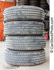 Pila, usado, afuera, caucho, neumático
