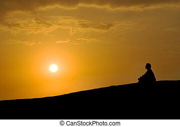 meditação, sob, pôr do sol