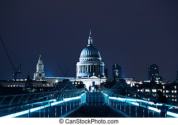St Paul\'s Cathedral in London at night