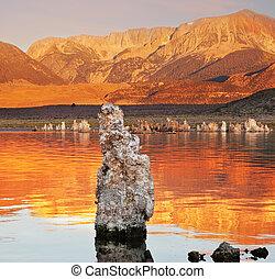 mono, tramonto, lago