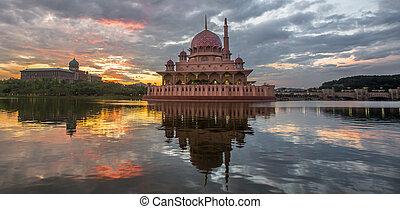 Putra Mosque, Malaysia - Putra mosque at dawn, Putrajaya,...