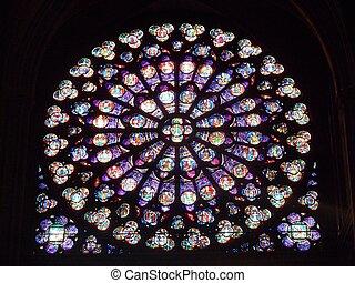 Tiffany - Fenster in einer Kathedrale von Paris