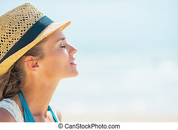 Portrait of relaxed young woman in hat