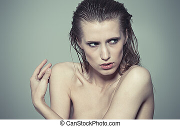 Wet hair - Fashion model with wet hair posing on gray...