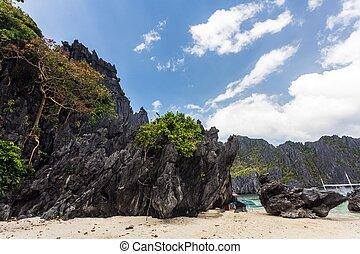 El Nido island shore