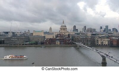 Thames river - View of Thames river with boats passing by...