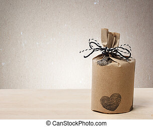 Presents wraped in a rustic earthy style - Presents wrapped...