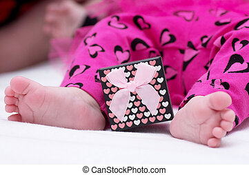 Baby girl feet with gift box - Newborn baby girl feet in...