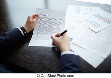 Making business agreement - Image of businessman hands...