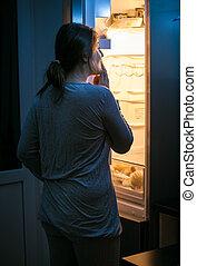 joven, mujer, Mirar, dentro, refrigerador, tarde, noche
