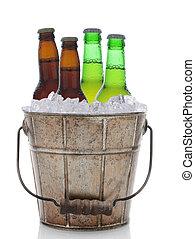 antigas, formado, Cerveja, balde, com, Quatro, garrafas