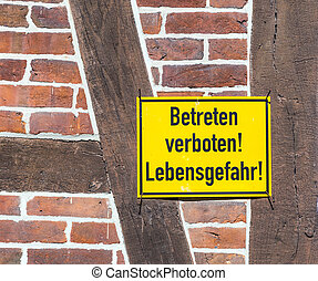 german sign betreten verboten, Lebensgefahr at a wall -...