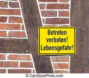 german sign betreten verboten, Lebensgefahr at a wall -...