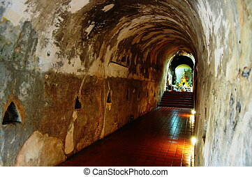 Tunnel in Wat Umong