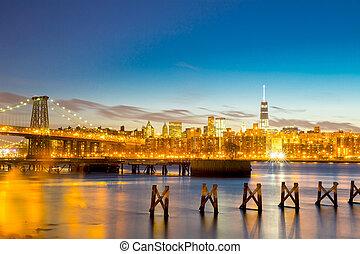 Williamsburg Bridge at dusk - Williamsburg Bridge with...