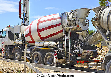 Concrete mixer for the transport and use of concrete