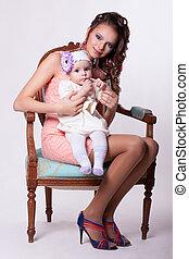rosa, el suyo, Sentado, regazo, Se conserva, meses, madre,...