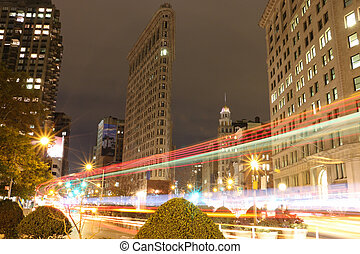 Flat Iron Building, New York City - Moving traffic in front...