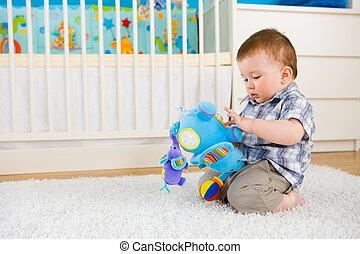 bebê, tocando, lar