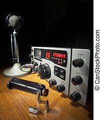 CB radio that works on both sideband and am frequencies