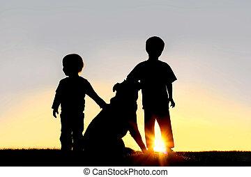 silueta, joven, niños, perro
