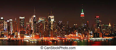 Manhattan panaroma skyline at Christmas Eve - The panorama...
