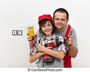 男の子, 彼の, 電気, 父, 仕事, いくつか, 準備ができた