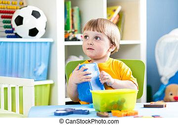 屋内, 困惑, おもちゃ, 遊び, 子供