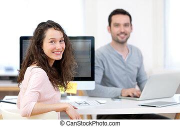 colega trabalho, jovem, escritório, atraente