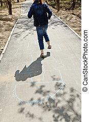 niña, Saltar con un solo pie, Rayuela, urbano,...