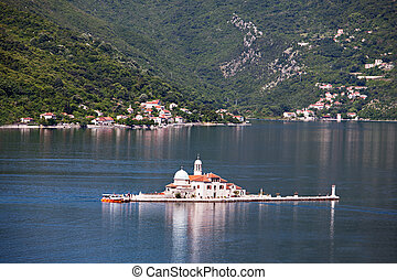 Gospa od Skrpjela (Our Lady of the Rocks), Perast