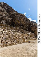 Peru, Ollantaytambo-Inca ruins of Sacred Valley in Andes...