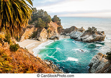Pocket size paradise - Mcway falls in Bigsur, california....