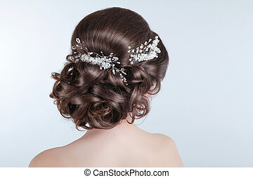 Beauty wedding hairstyle Bride Brunette girl with curly hair...