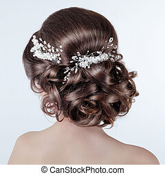 Brown hair styling. Brunette girl with curly hairstyle with...