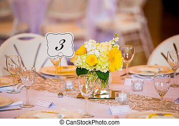 Wedding Table Centerpieces with Flowers - Flowers in glass...