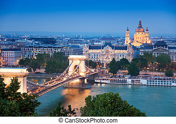 Chain Bridge, St Stephens Basilica in Budapest - Panorama...