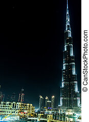 View on Burj Khalifa, Dubai, UAE, at night - DUBAI, UAE -...