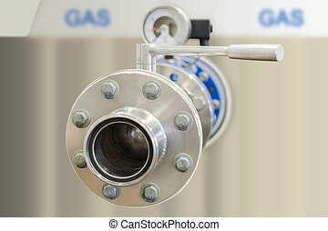 Gas tank with stainless steel flange pipe and closed valve