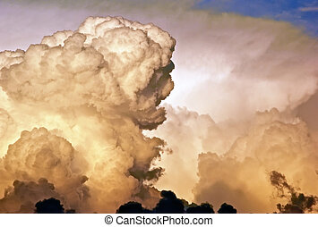 thick angry looking cloud formation - A large foration of...