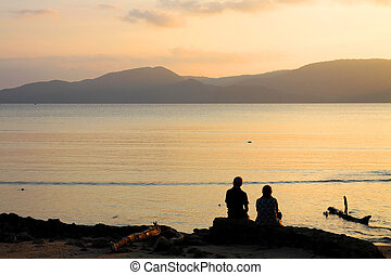 SILHOUTTE COUPLE SITTING BEACH TWILIGHT SUNSET MOUNTAINS BACKGROUND