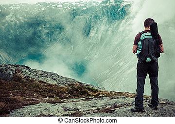 bonito, montanhas,  trolltunga, norueguês, maneira, paisagem