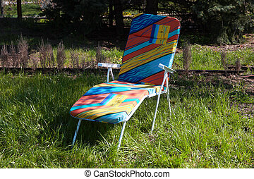 chaise-longue - deck chair to stay standing on green grass