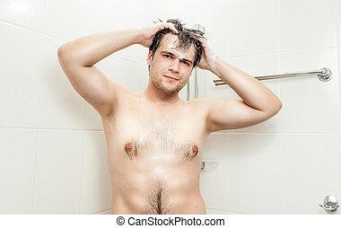 jovem, homem, Muscular, peito, lavando, cabeça, Chuveiro
